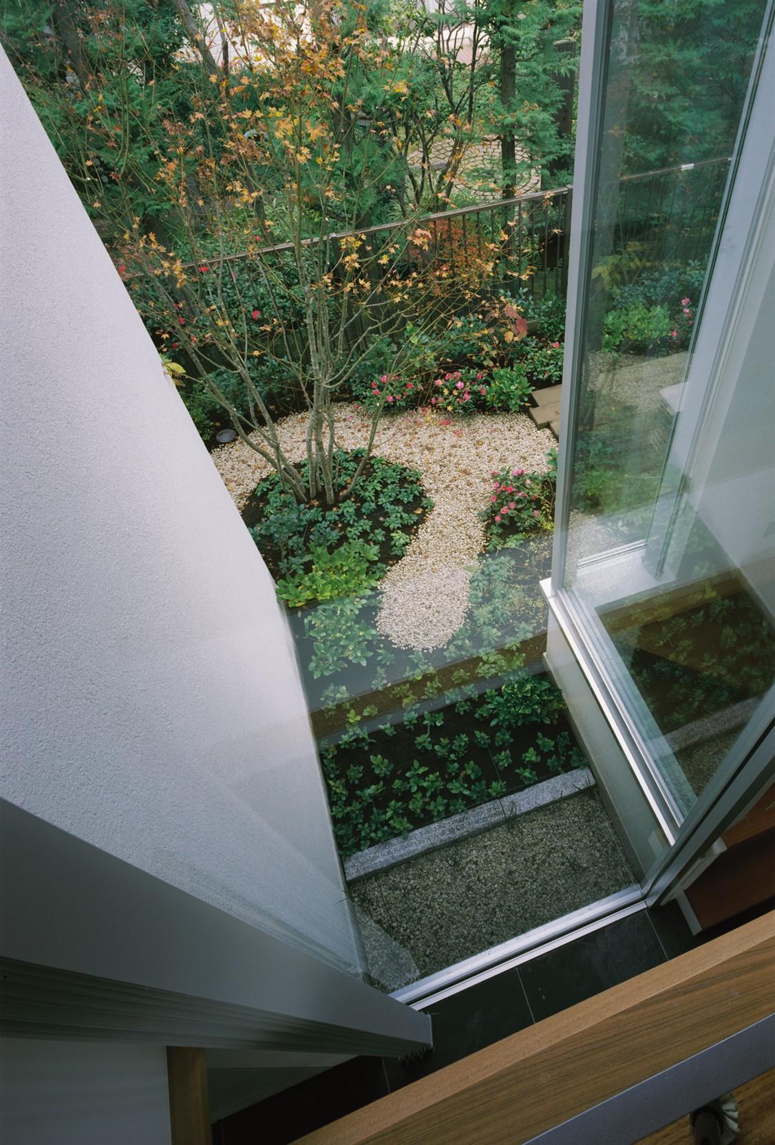 H&B House (上階から見下ろした坪庭の様子)