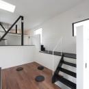大収納狭小住宅 ハコノオウチ07の写真 スキップフロアのリビング