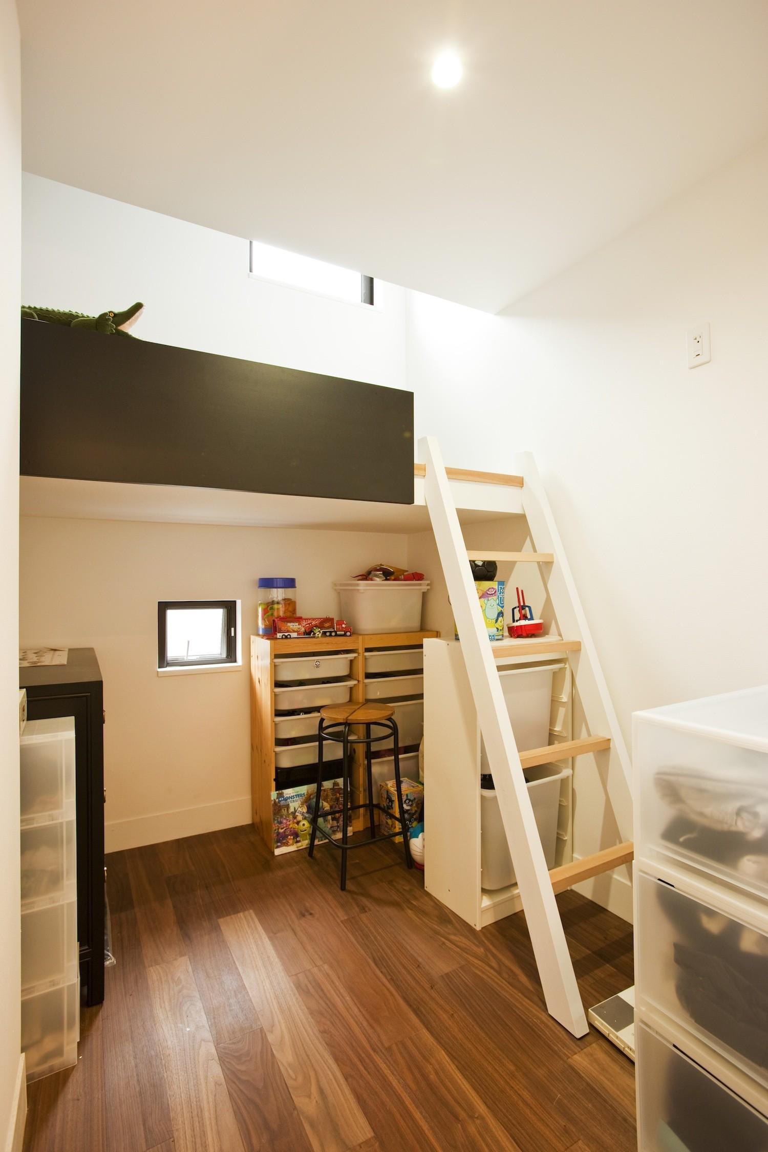 子供部屋事例:子供室(大収納狭小住宅 ハコノオウチ07)