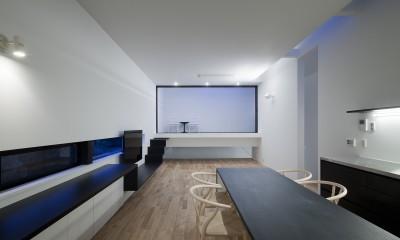 インナーバルコニーのある居間|インナーバルコニーのある家 OUCHI-25