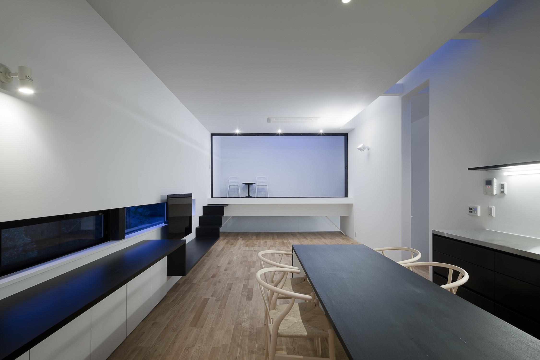 リビングダイニング事例:インナーバルコニーのある居間(インナーバルコニーのある家 OUCHI-25)