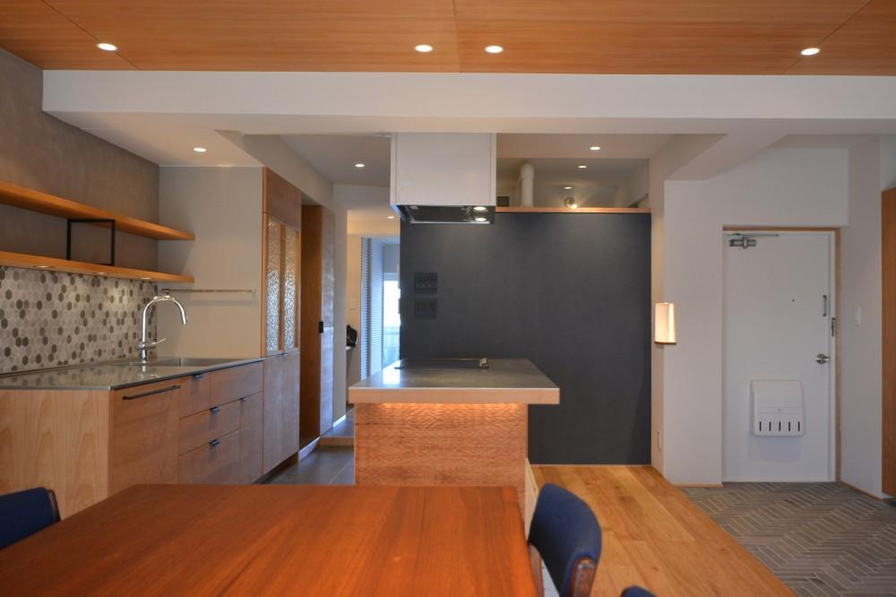 Nさんの家 (ダイニングからキッチンと玄関)