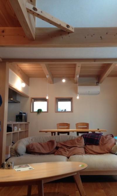 さくら 〜薪ストーブのある木の家〜 (リビングダイニング)