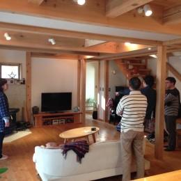 さくら 〜薪ストーブのある木の家〜 (リビング)