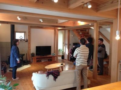 リビング (さくら 〜薪ストーブのある木の家〜)