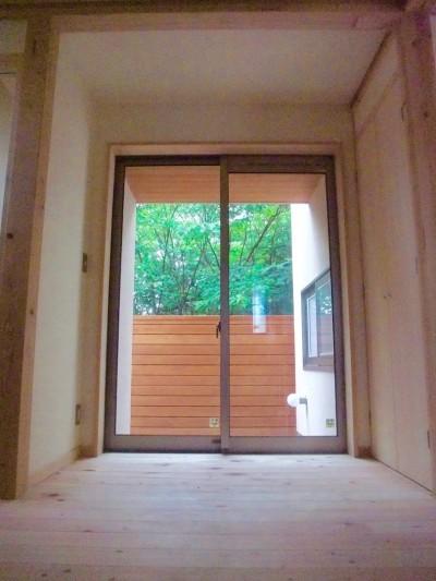 玄関・玄関ホール・坪庭・借景 (さくら 〜薪ストーブのある木の家〜)
