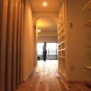 Edelweiss renovation 〜 ふたり暮らしのリノベーション 〜の写真 玄関ホールからリビング01