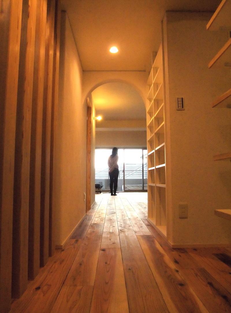 玄関ホールからリビング01 (Edelweiss renovation 〜 ふたり暮らしのリノベーション 〜)