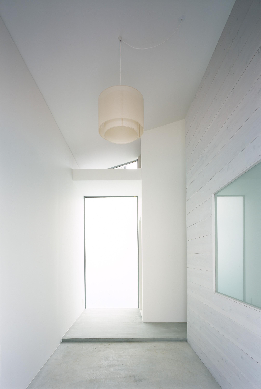 玄関事例:玄関ホール(東大宮の家-趣味を楽しむためのモダンな住空間)
