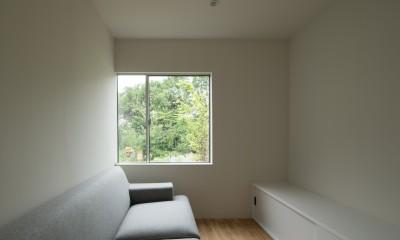 東大宮の家-趣味を楽しむためのモダンな住空間 (リビング)