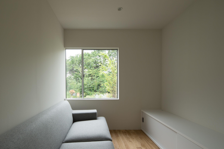 リビングダイニング事例:リビング(東大宮の家-趣味を楽しむためのモダンな住空間)