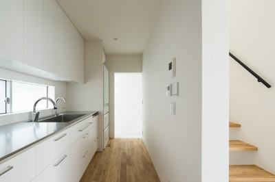 キッチン (東大宮の家-趣味を楽しむためのモダンな住空間)