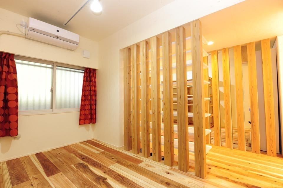 収納事例:ウォークスルークローゼットと列柱による通風効果(Edelweiss renovation 〜 ふたり暮らしのリノベーション 〜)