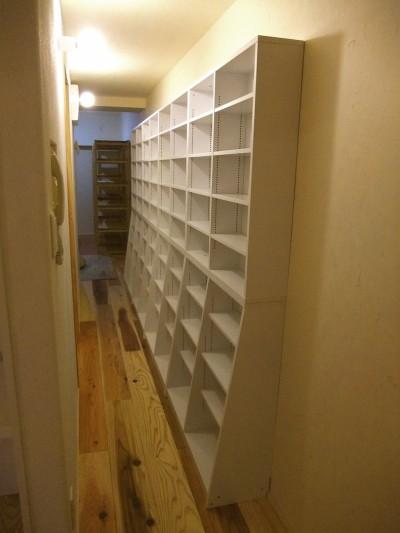 パントリー的壁面収納のある小道 (Edelweiss renovation 〜 ふたり暮らしのリノベーション 〜)