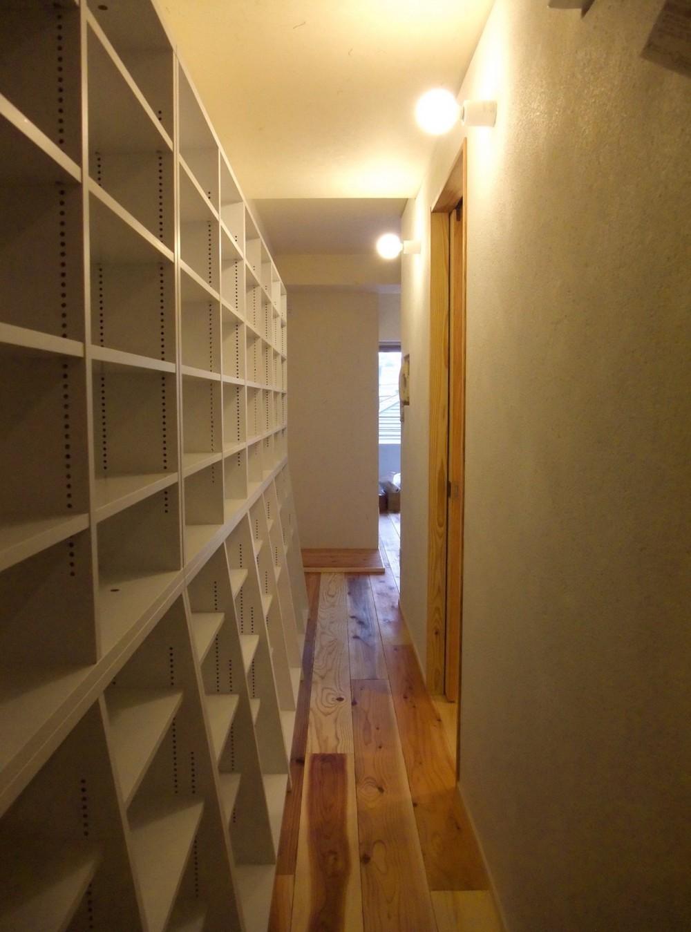 Edelweiss renovation 〜 ふたり暮らしのリノベーション 〜 (パントリー的壁面収納のある小道02)