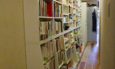 Edelweiss renovation 〜 ふたり暮らしのリノベーション 〜 (パントリー的壁面収納のある小道03)