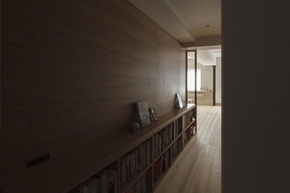 百合ヶ丘の家-ライフスタイルに合わせたひと続きの空間 (玄関ホール)