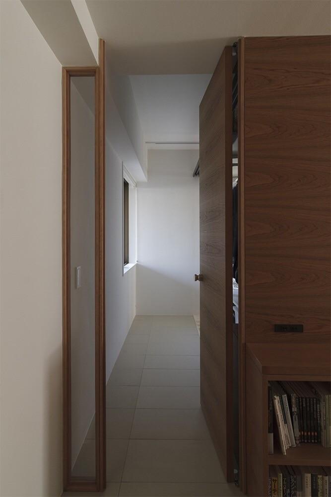 玄関事例:玄関・土間(百合ヶ丘の家-ライフスタイルに合わせたひと続きの空間)