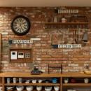 本物にこだわったカフェのようなダイニングの写真 デザインウォール