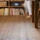 本物にこだわったカフェのようなダイニングの写真 床