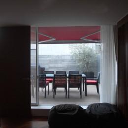 典雅さを目指した広尾の住まい RCビシャン仕上げの外観 シノワズリのインテリア空間 (屋上バルコニー)