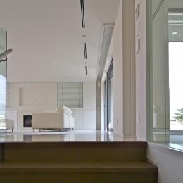 高輪台の家、こだわりの施主と作り上げたバーカウンターのある大型住まい (3階ファミリーラウンジ)