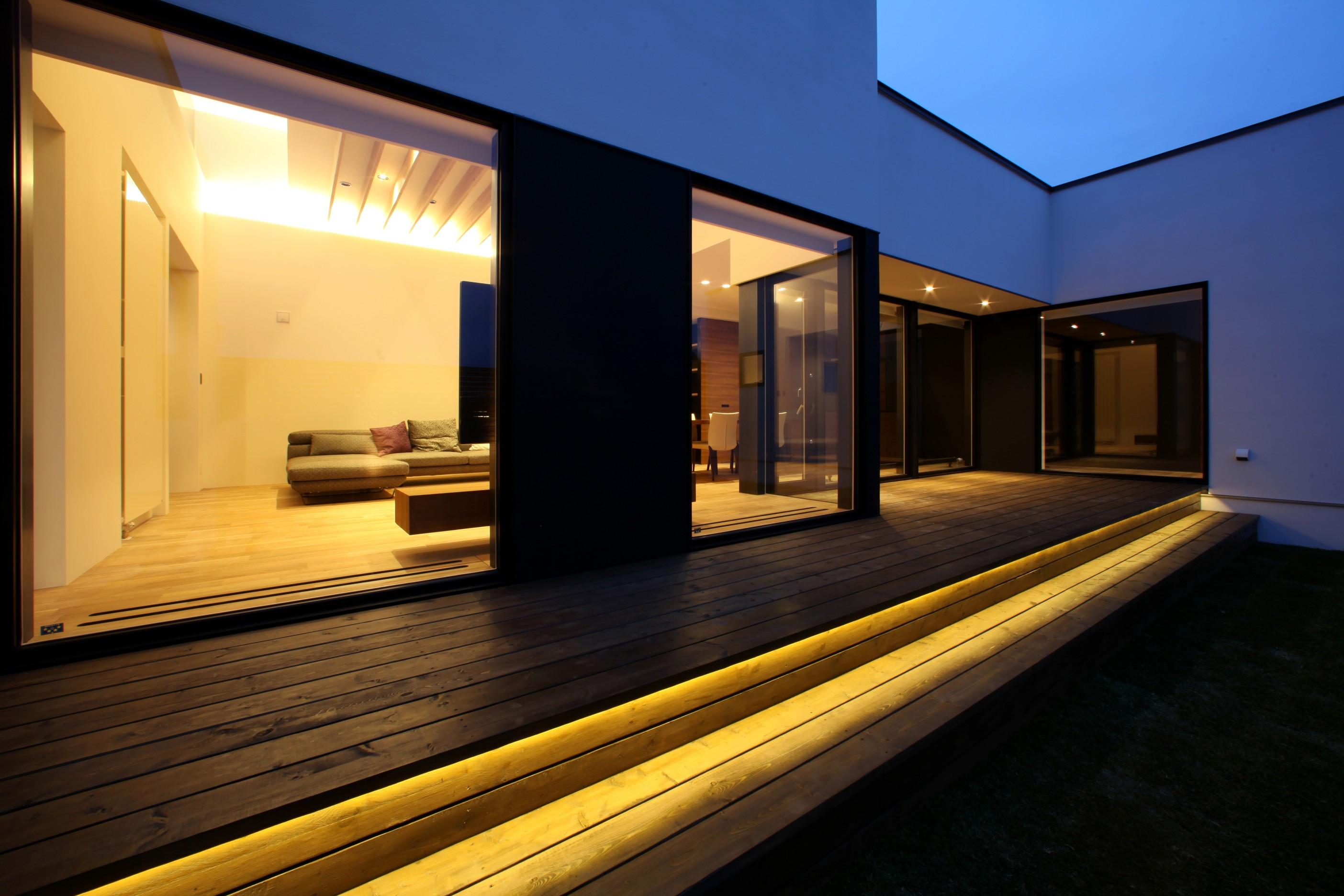外観事例:中庭(倫季の家(りんきのいえ)~自然光を取り込んだ平屋~)