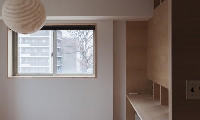 西荻の家-眺望と回遊性のある住まい (主寝室)