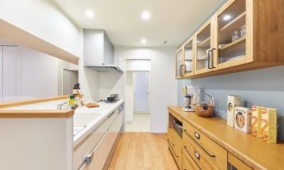 キッチン|大人がくつろげるフレンドリーな家