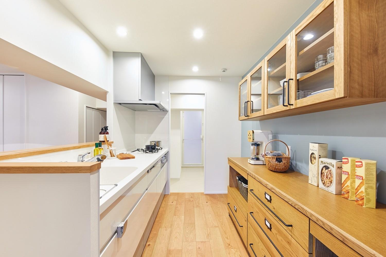 キッチン事例:キッチン(大人がくつろげるフレンドリーな家)