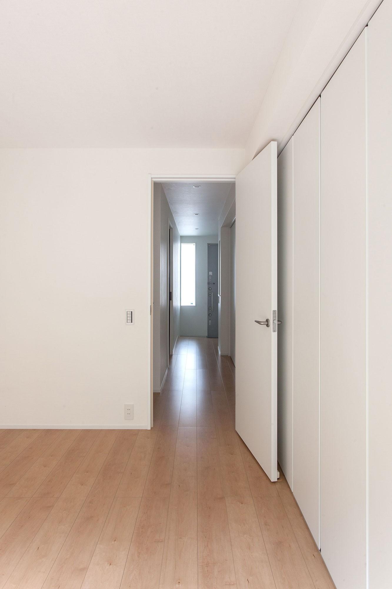 ベッドルーム事例:主寝室(高島平の家-敷地形状を活かした伸びやかな住空間)