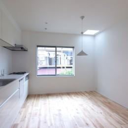 高島平の家-敷地形状を活かした伸びやかな住空間 (ダイニングキッチン)