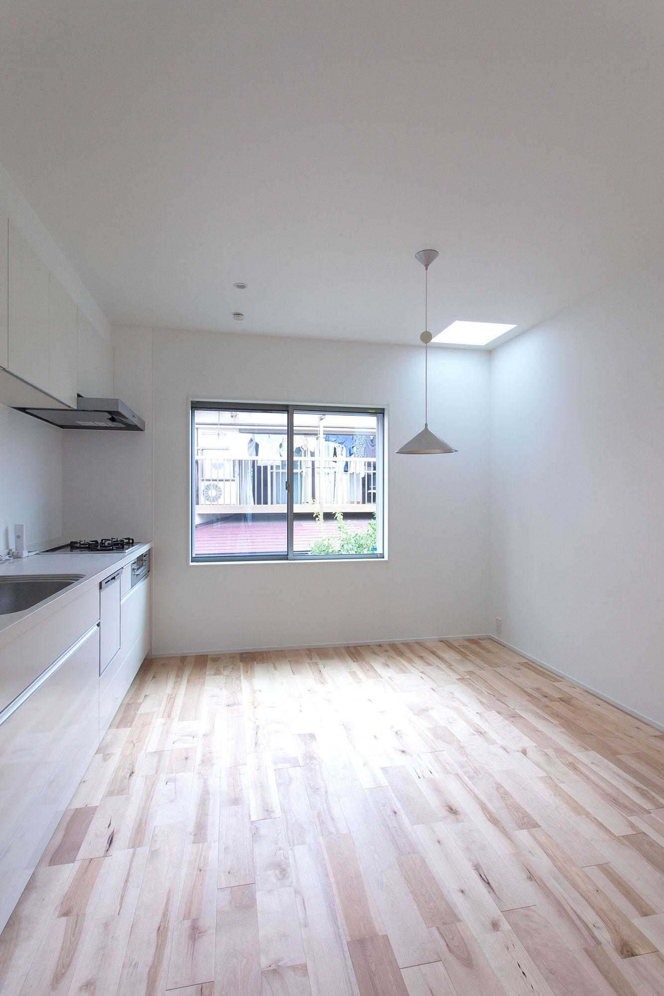 キッチン事例:ダイニングキッチン(高島平の家-敷地形状を活かした伸びやかな住空間)