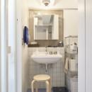 H邸-郊外の72.5平米マンションで、「今」を楽しむの写真 洗面所
