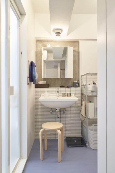 洗面所 (H邸-郊外の72.5平米マンションで、「今」を楽しむ)
