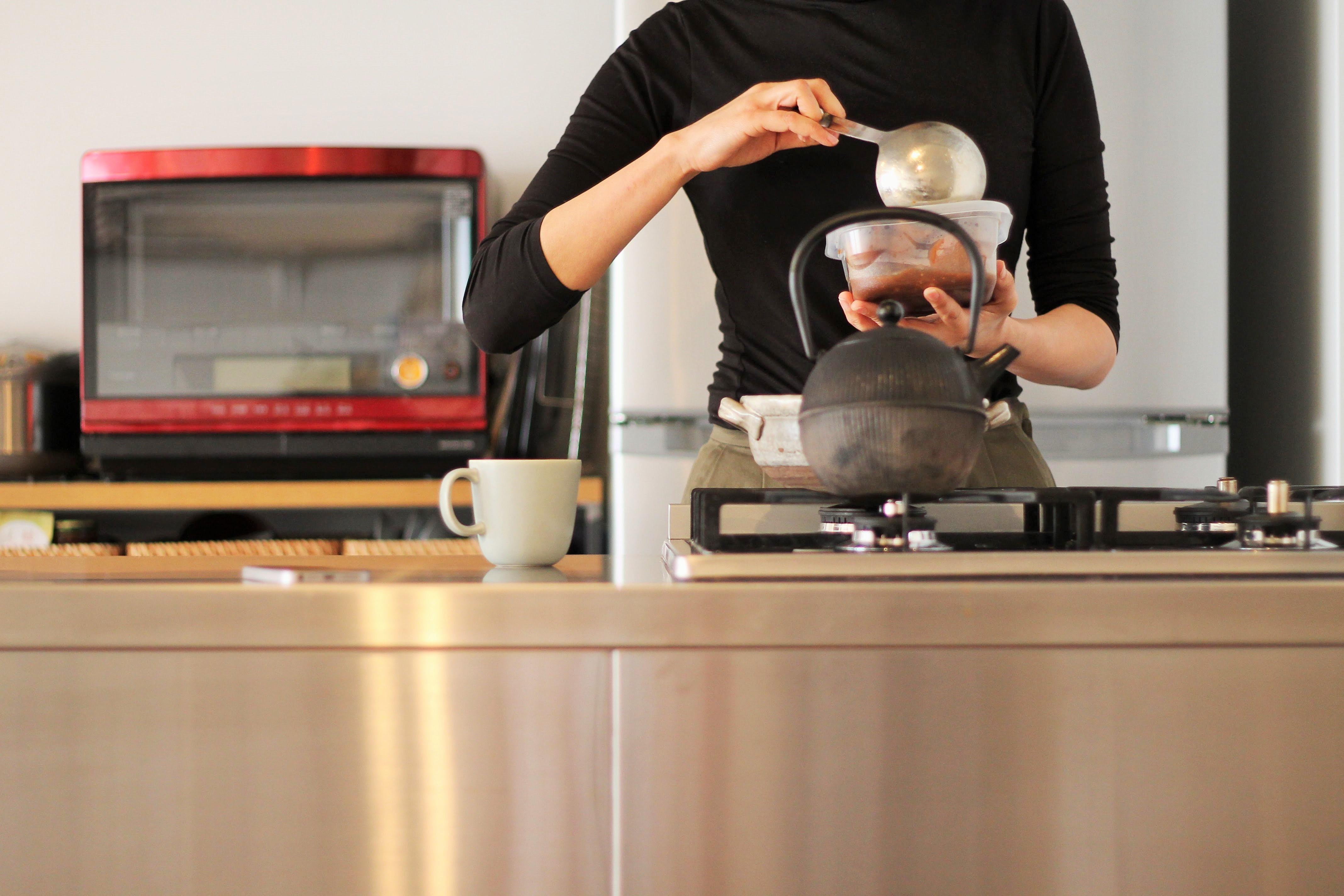 キッチン事例:ステンレスと料理(動線を追求した最上級の暮らし)