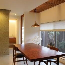 出窓の家-玄関土間