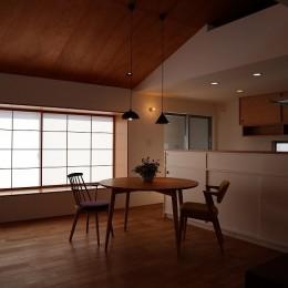出窓の家 (ダイニングキッチン)