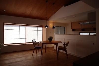 ダイニングキッチン (出窓の家)