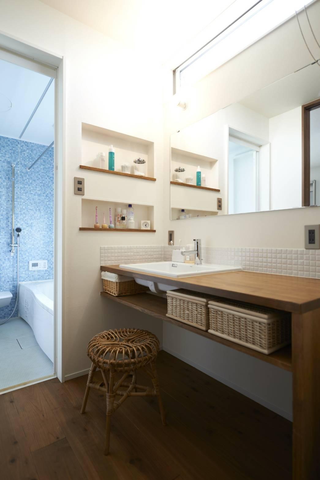 バス/トイレ事例:洗面(崖地に建つシンプルな家)