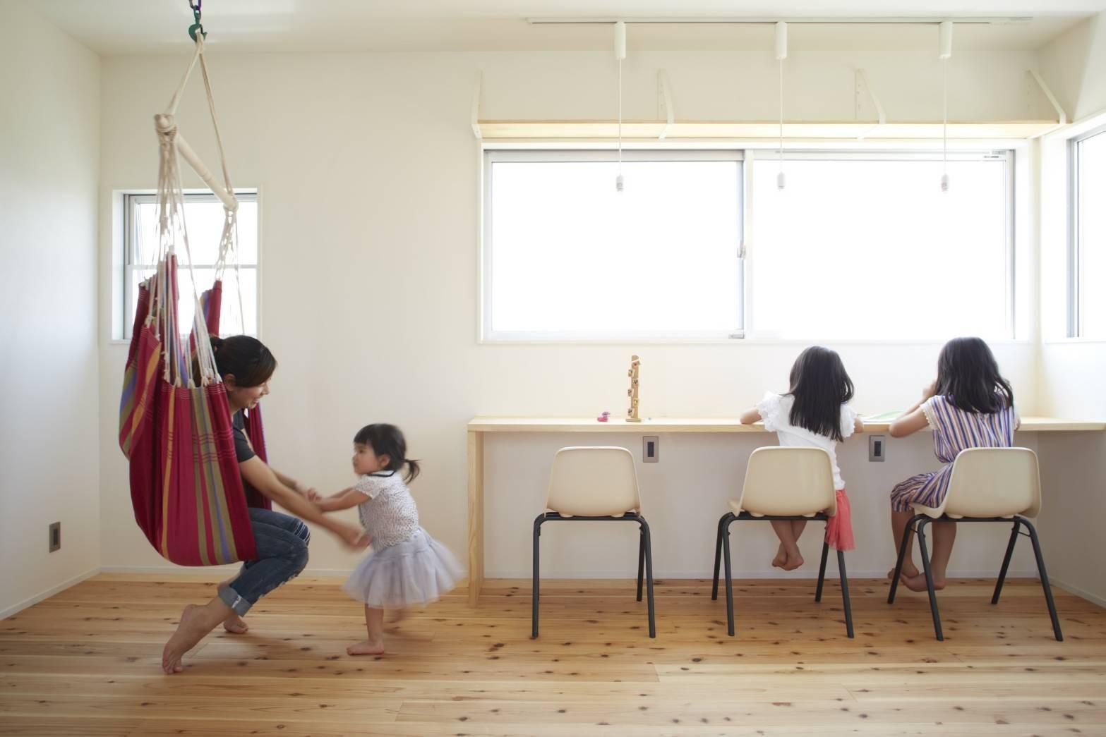子供部屋事例:子供部屋(崖地に建つシンプルな家)