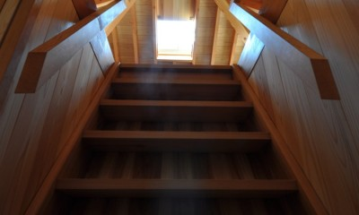 鵜沼の家 (屋根裏階段)