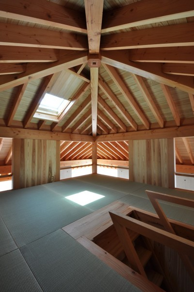 屋根裏部屋 (鵜沼の家)