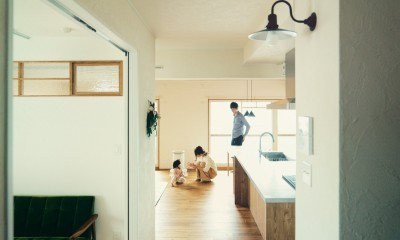 smish (廊下から見たリビング&キッチン)