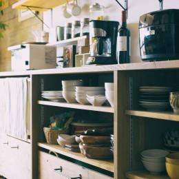 音楽と料理が楽しめる家 (キッチン収納)