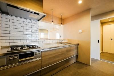 キッチン (ヴィンテージ+和モダンをとり入れた、心おちつく空間)