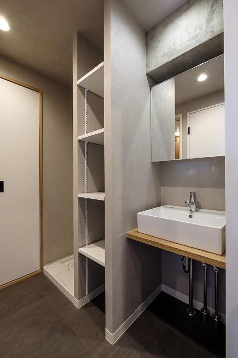ヴィンテージ+和モダンをとり入れた、心おちつく空間 (洗面室)