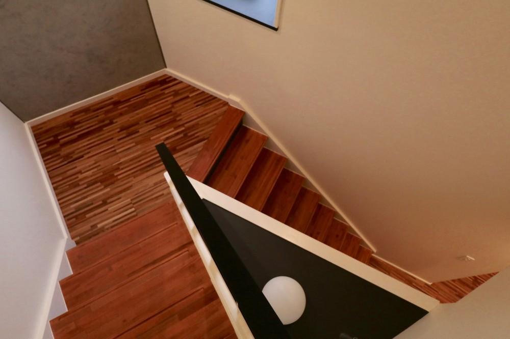 ホテルライクな戸建てリノベ (階段)