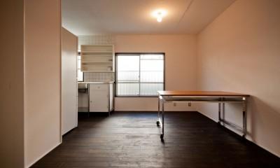 ダイニングキッチン|竹の台団地の白い家|京都府長岡京市の団地リノベーション。カリスマ主婦石黒智子さんご自宅の厨房を模したキッチンを中心にシンプルで自由な暮らしを実現。