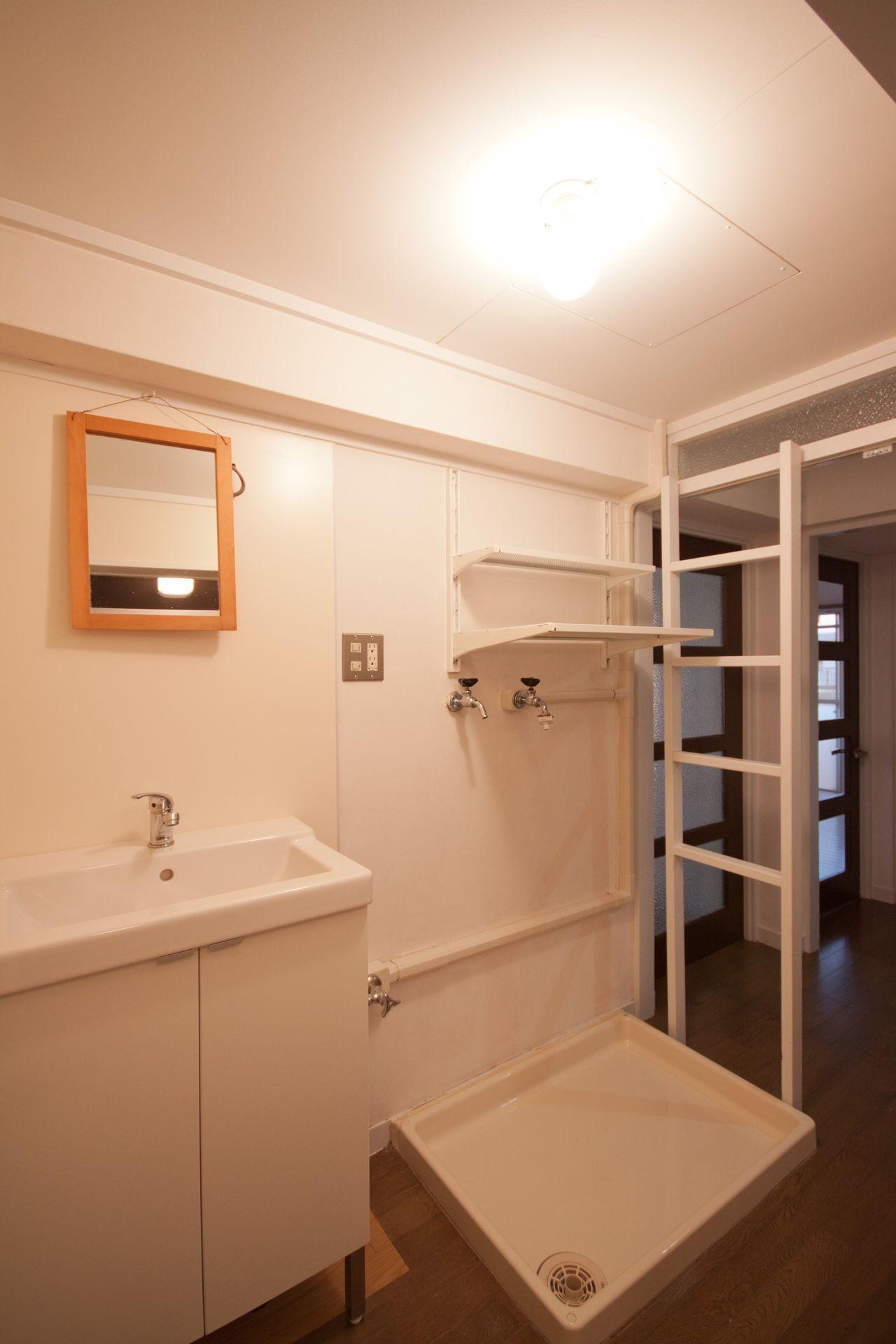 バス/トイレ事例:洗面脱衣室(東大路高野第三住宅リペア|京都の団地を好みに合わせて団地らしく仕立て直す)